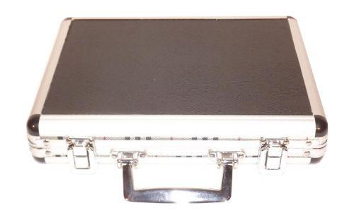 Utazó szivar tartó koffer, párásítóval és ajándék szivarvágóval - alluminio