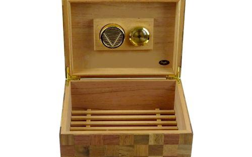 Humidor 50 szál szivar részére, spanyol cédrusfa szivar táoló doboz, párásítóval, hygrométerrel - pepita