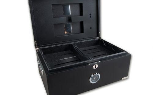 Humidor 80 szivar részére, cedrusfa, matt fekete szivar doboz, párásítóval, hygrometerrel + AJÁNDÉK szivarvágó olló