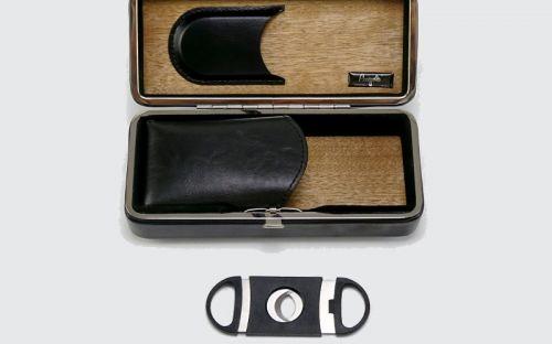 Utazó humidor szett, cédrusfa szivartartó doboz 3-5 szál szivarnak, fekete + AJÁNDÉK szivarvágó