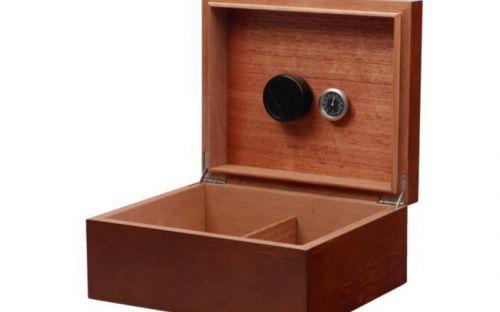 Humidor 40 szál szivar részére, spanyol cédrusfa szivartartó doboz, párásítóval - barna