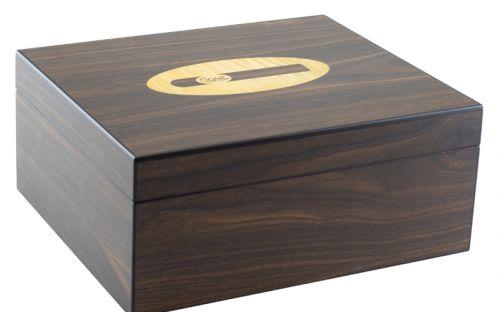 Humidor 50 szivarnak, spanyol cédrusfa szivartartó doboz, párásító és belső hygrometer - dióbarna, szivar díszítéssel