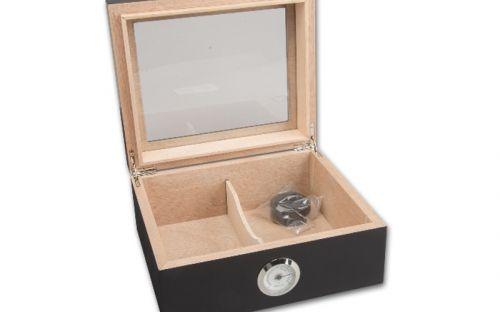 Humidor 30 szál szivar részére, matt fekete cédrusfa szivar doboz, üvegtetővel, párásítóval, külső hygrométerrel
