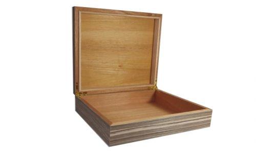 Humidor 30 szál szivar részére, zebracsíkos szivartartó doboz, párásító és belső hygrometer - Achenty!