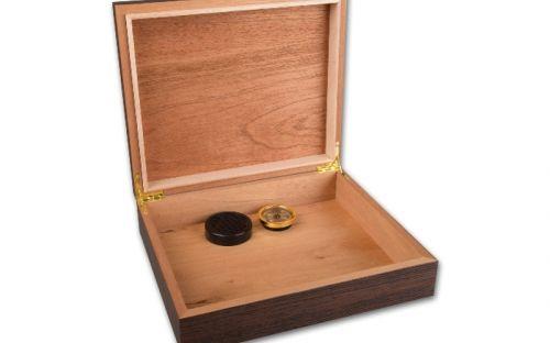 Humidor 30 szál szivar részére, diómintás szivartartó doboz, párásító és belső hygrometer - Achenty!
