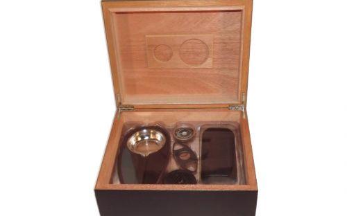 Humidor 40 szál szivar részére, cédrusfa szivar tároló doboz, párásítóval, hygrométerrel - fekete + AJÁNDÉK szett!