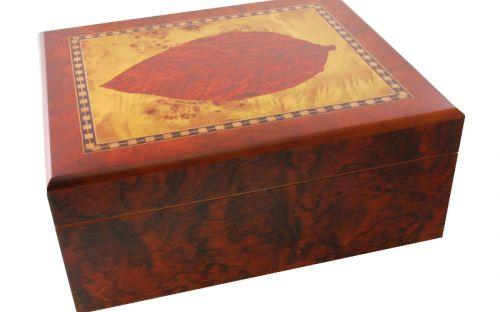 Humidor 40 szivar részére, cédrusfa szivartartó doboz, dohánylevél díszítéssel