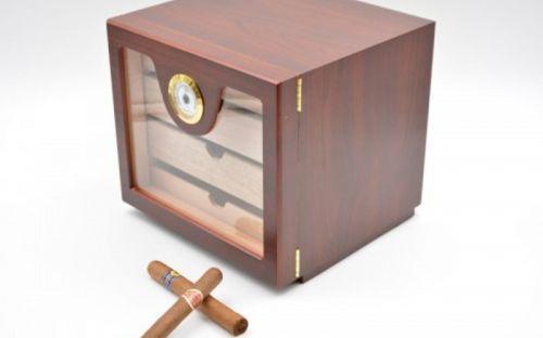 Üvegajtós humidor szekrény kb 80 szivar részére, rózsafa borítással, külső hygrometerrel